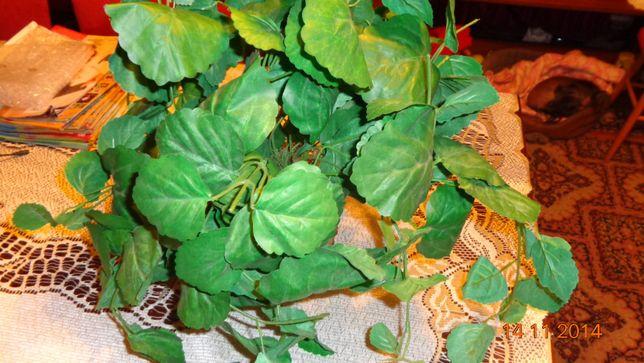 Zielone liście sztuczny kwiat