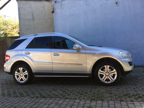 Mercedes ml 350. 2010 rok ładny