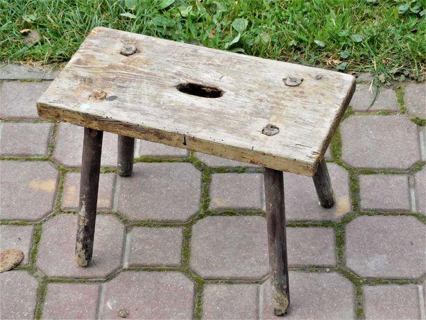 Stary wiejski stołek stołeczek zydel ryczka taboret PRL kwietnik ławka