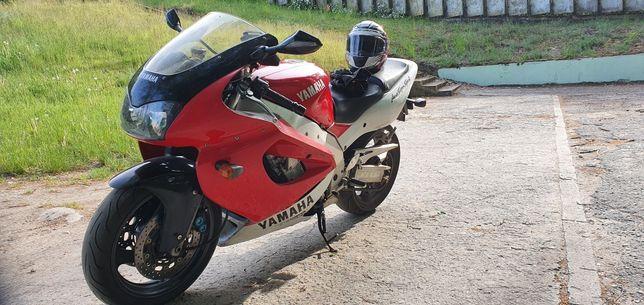 Yamaha Thunderace yzfr 1000