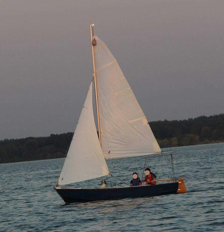 Żaglówka łódka gotowa do pływania drewniana pełne wyposażenie