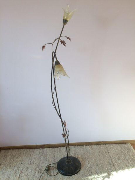 lampa stojąca - metaloplastyka