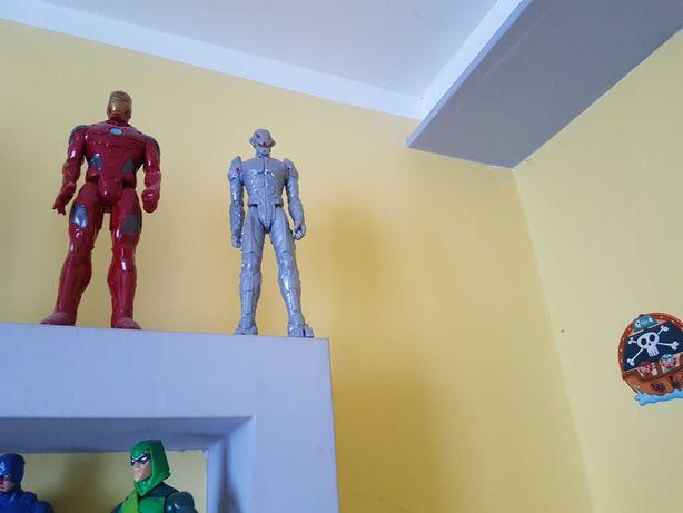 Figurka Iron Man i ultron cena 49 zł.