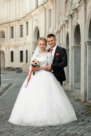 Продаю чудову весільну сукню