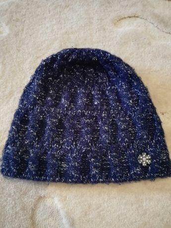 Зимова шапка жіноча