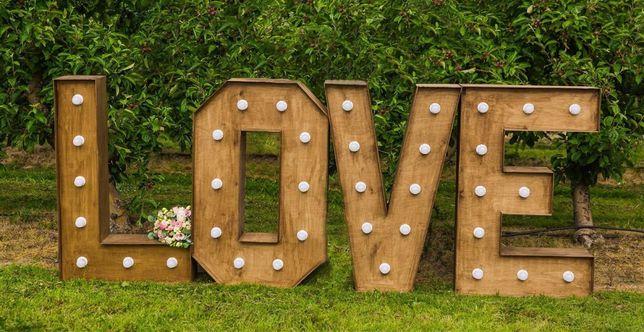 Podświetlany, rustykalny napis LOVE - wynajem na ślub, wolne terminy