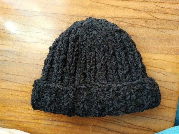 Продається тепла шапка крупної в'язки