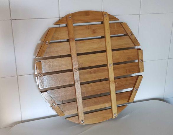 Estrado para duche de madeira envernizada