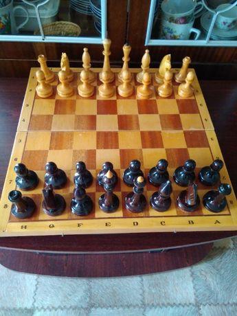 Шахматы деревянные лакированные Качество еще то , Шашки