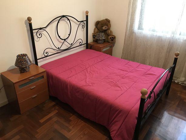 Quarto Completo (cama, colchão, mesinhas cabeceira, armário, estante)