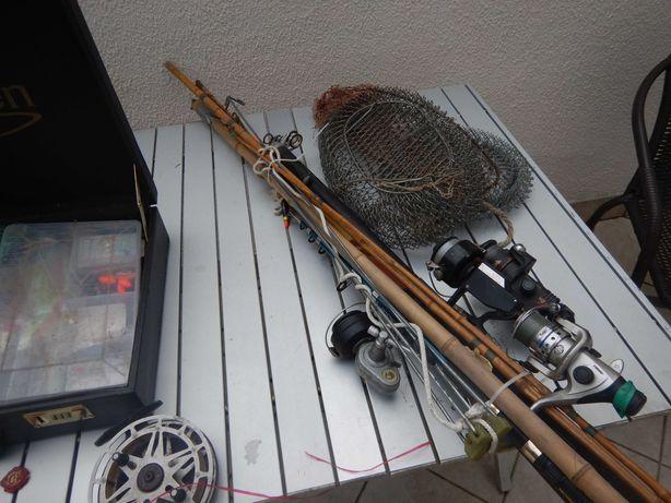 sprzęt wędkarski , 2 spinningi, 2 wędki , błystki , siatki dla ryb