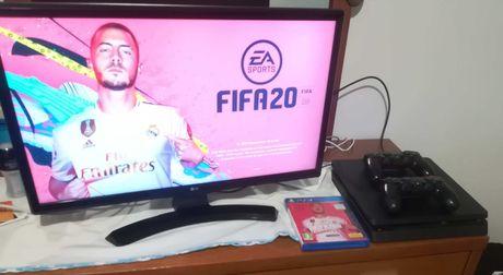 PS4 + 2 comandos + FIFA20