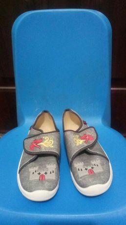 Продам новые детские тапочки, капчики, обувь в садик , сменка