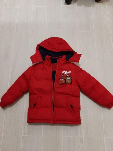 Продаю куртку Disney. (На 5 лет)