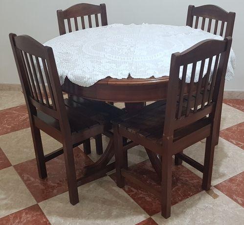Mesa redonda de madeira e extensível com 4 cadeiras