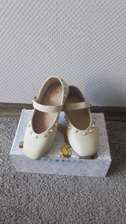 Нарядные туфельки на девочку