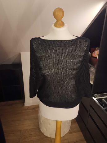 Ażurowy czarny sweterek