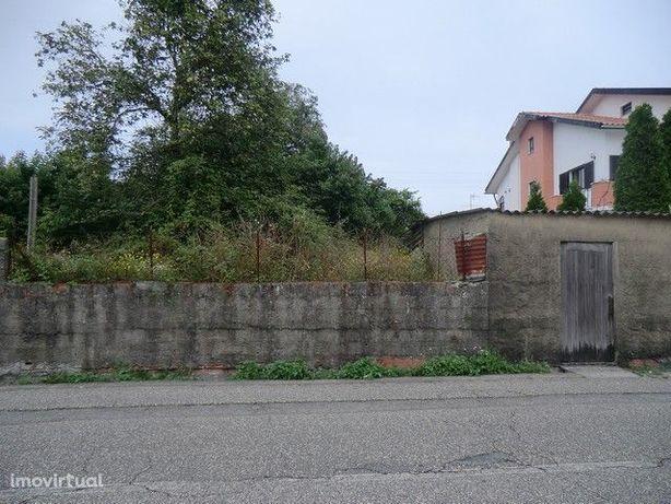 Vende-se terreno com 26 mt. de frente com viabilidade para 2 moradias