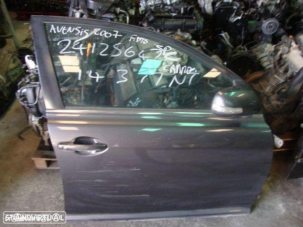 Porta Toyota Avensis frente direita