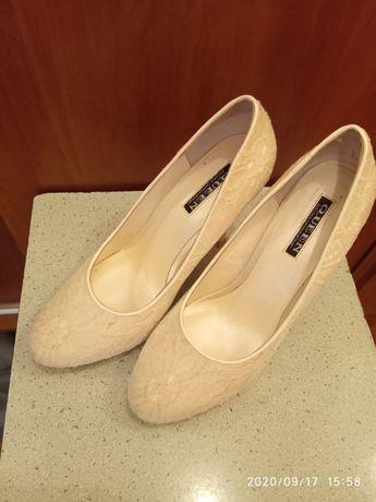 Туфлі жіночі 36-37 розмір. Одіті пару раз.