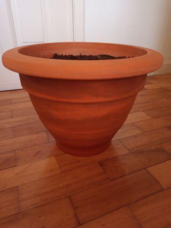 Vaso e prato terracota de barro.