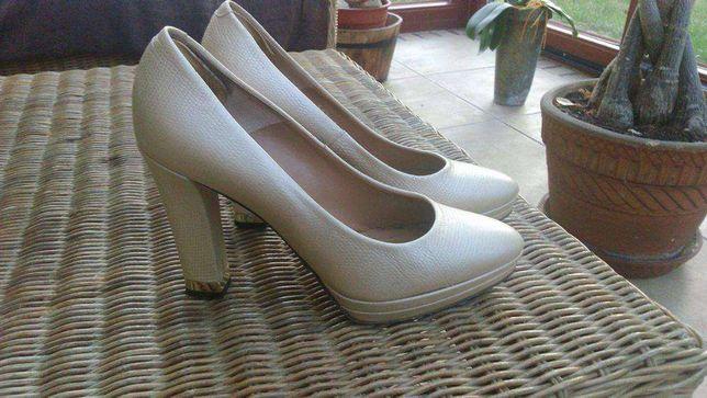 Buty na platformie Simple Perłowe