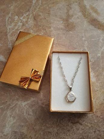Srebrny łańcuszek Italy z zawieszką z masy perłowej