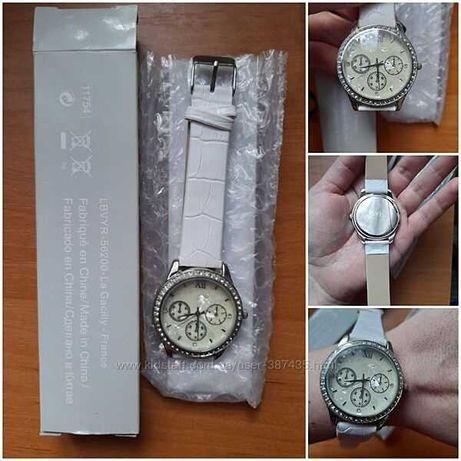 Стильные новые наручные женские часы со стразами от Ив Роше