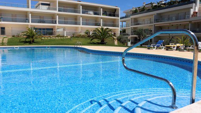 Apartamento com piscina, espaços verdes e garagem, Balaia