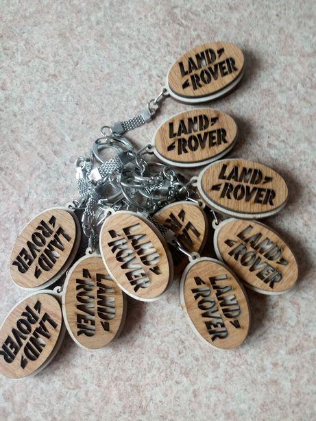 Drewniany brelok do kluczy z logo LAND ROVER