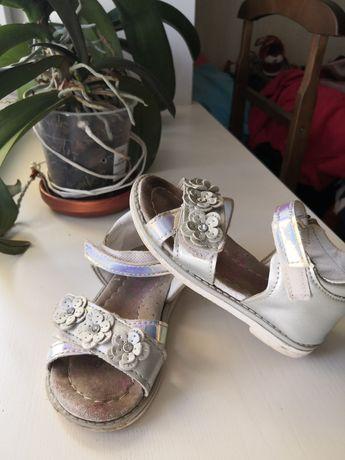 Продам сандалии на девочку, размер 24, цена 80 гривен, торг.