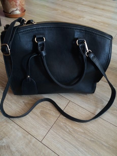 Pakowna czarna torebka