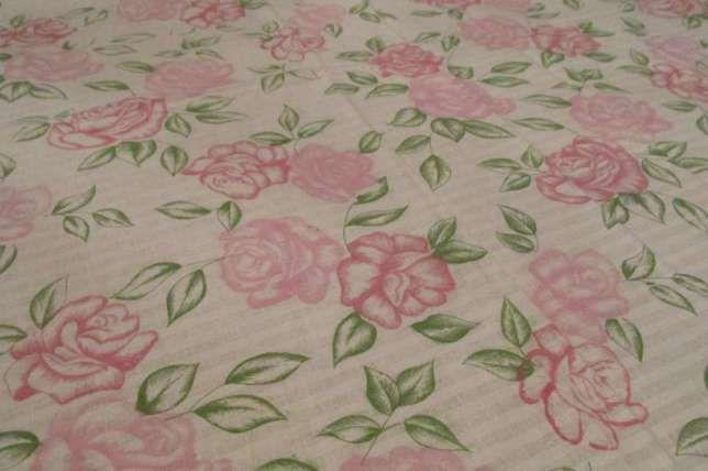 Toalha com flores rosa