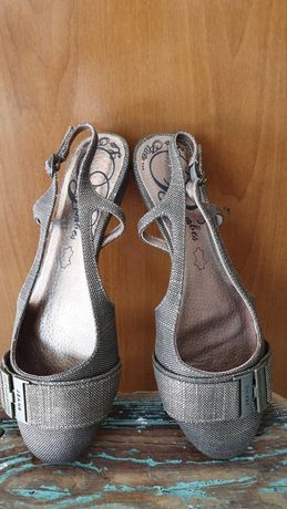 Sandálias douradas n. 36 novas