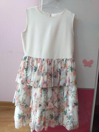 Sukienka roz 134 3 warstwy falbanki kwiaty.