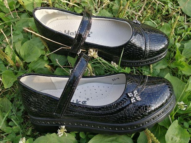 Туфлі, кросівки, макасини