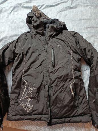 Sprzedam damska kurtkę narciarską czarną