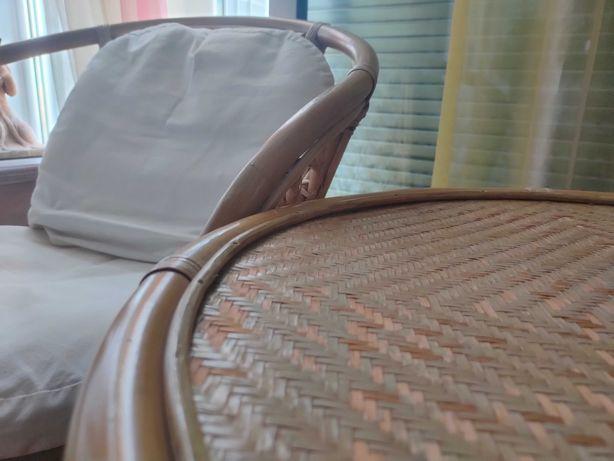 Mesa e 2 cadeiras de jardim de bamboo