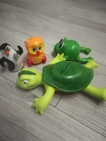 Tomy toomies pływający żółw i inne