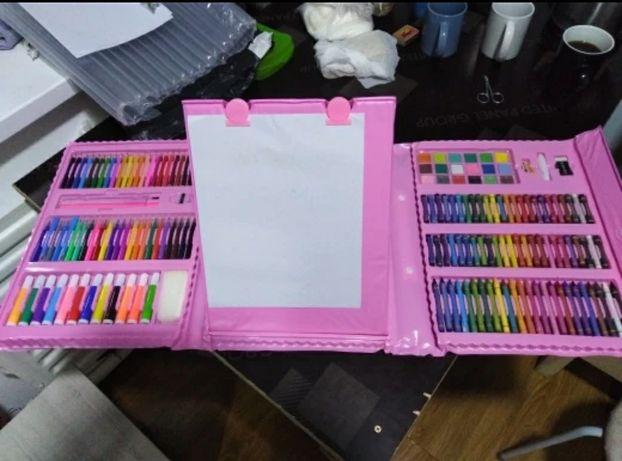 Набор юного художника для творчества и рисования с мольбертом 208 пред