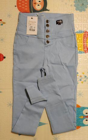 Нові штани з гудзиками.