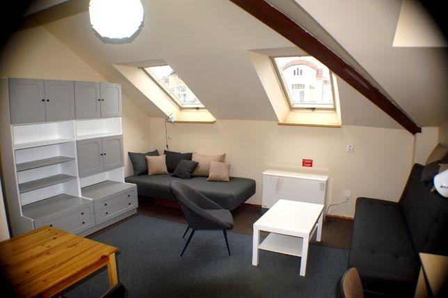 Duży jasny umeblowany pokój (22,5 m²) w centrum Krakowa