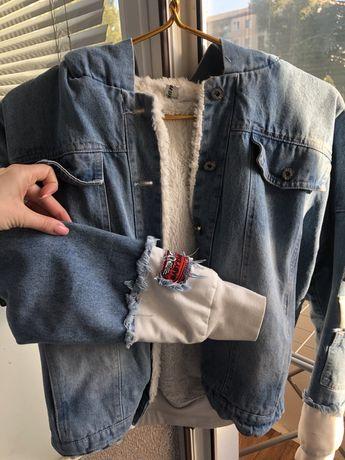 Джинсовая , осенняя курточка
