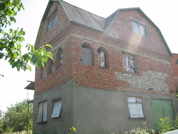 Продам 3-поверховий будинок в місті Дунаївці.