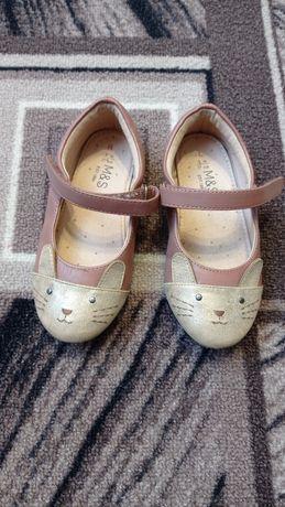 Продам туфельки для девочки