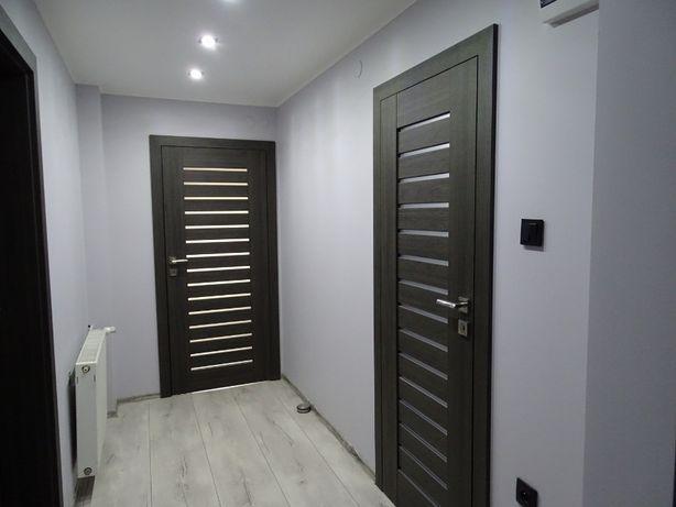 Układanie paneli, montaż drzwi :) podłoga, drzwi, montaż