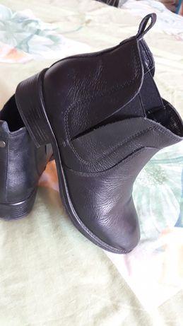 Кожанные ботинки, идеальное состояние, черные ботинки.