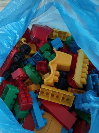 Klocki plastikowe różne kształty 2kg