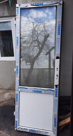 Двері металопластик балконні