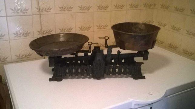 Balança antiga de pratos